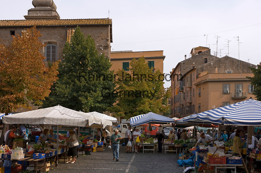 Italien, Latium, Viterbo: Markt in der Altstadt | Italy, Lazio, Viterbo: market stands at old town