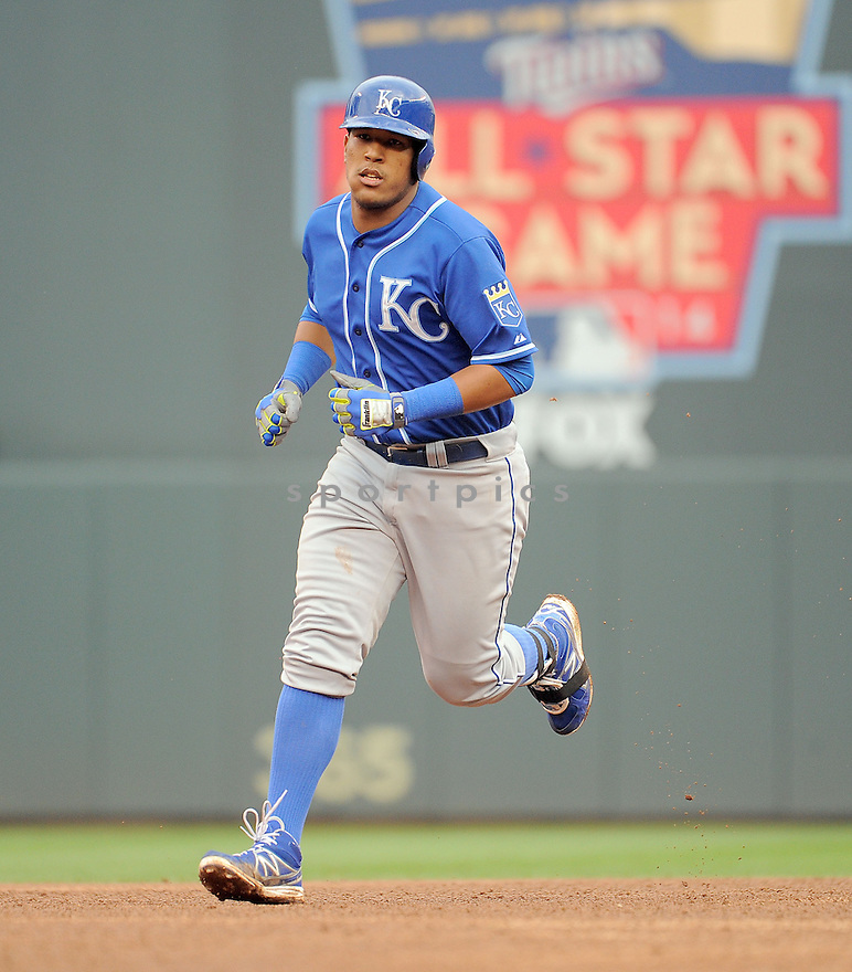 Kansas City Royals Salvador Perez (13) during a game against the Minnesota Twins on August 17, 2014 at Target Field in Minneapolis, MN. The Royals beat the Twins 12-6.