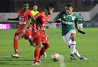TUNJA -COLOMBIA, 12-03-2016. Jhon Cano (Der) jugador de Patriotas FC disputa el balón con Andres Felipe Roa (Izq) jugador de Deportivo Cali durante partido por la fecha 9 de la Liga Águila I 2016 realizado en el estadio La Independencia en Tunja./ Jhon Cano (R) player of Patriotas FC fights for the ball with Andres Felipe Roa (L) player of Deportivo Cali during match for the date 9 of Aguila League I 2016 at La Independencia stadium in Tunja. Photo: VizzorImage/