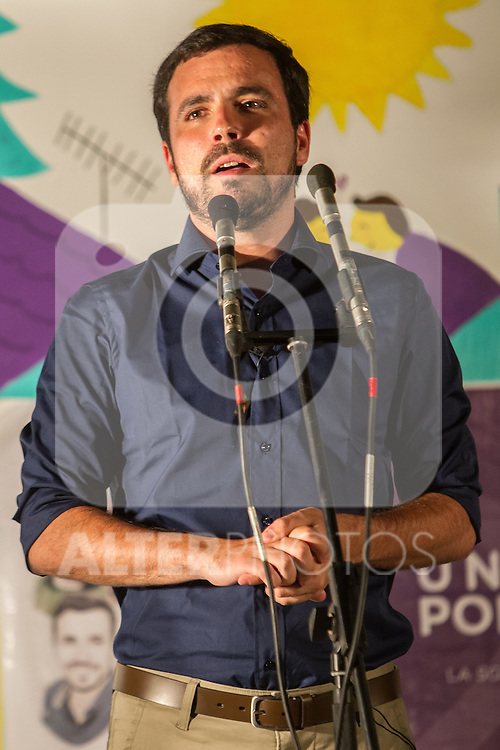 Alberto Garzon during the start of the electoral campaign of Unidos Podemos, with the traditional putting up electoral posters. Jun 09,2016. (ALTERPHOTOS/Rodrigo Jimenez)