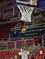 RIO DE JANEIRO RJ, 12.10.2013 - Chicago Bulls vs. Washington Wizards  -   aquecimento dos jogadores do  Chicago Bulls  durante partida contra o Wizards  válida pela pré-temporada da NBA 2013/2014  no HSBC ARENA  na cidade do Rio de Janeiro , neste sabado, 12. (FOTO: ALAN MORICI / BRAZIL PHOTO PRESS)