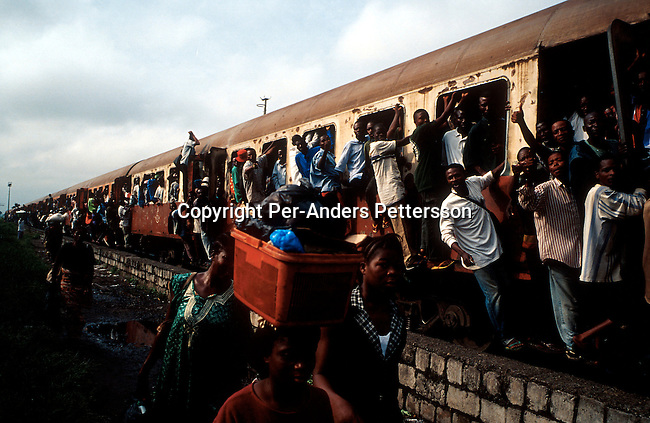 KINSHASA, CONGO - FEBRUARY 28: An early morning commuter train full with people on February 28, 2002 in central Kinshasa, Congo-DRC. The country has hardly any infrastructure and people rely on riverboats and planes, when they travel around the country..(Photo: Per-Anders Pettersson/ Getty Images).