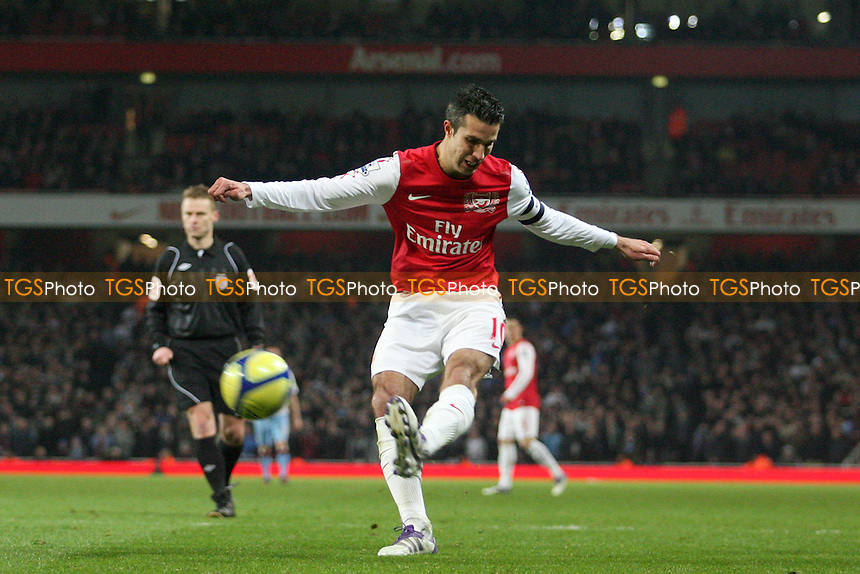 Robin van Persie of Arsenal -  Arsenal vs Aston Villa - at the Emirates Stadium - 29/01/12 - MANDATORY CREDIT: Dave Simpson/TGSPHOTO - Self billing applies where appropriate - 0845 094 6026 - contact@tgsphoto.co.uk - NO UNPAID USE.