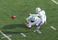 Field Goal kicker Jason Sanders (7) of the Miami Dolphins zum 0:3, Holder punter Matt Haack (2) of the Miami Dolphins - 08.12.2019: New York Jets vs. Miami Dolphins, MetLife Stadium New York