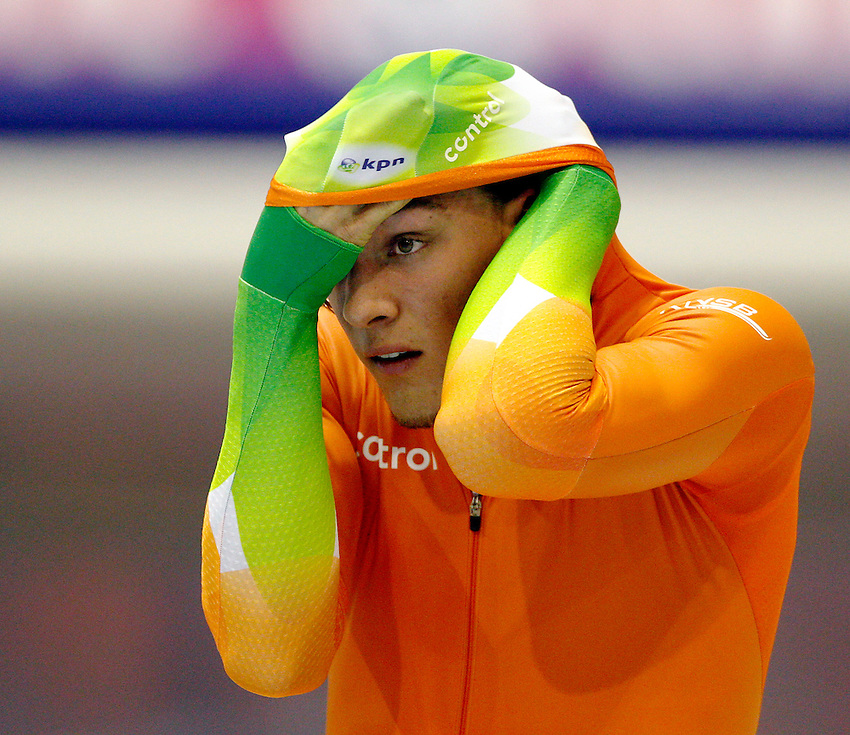 Netherlands' Kjled Nuis ajusts his cap before the men's World Sprint Speed Skating Championships in Heerenveen January 22, 2011. REUTERS/Michael Kooren (NETHERLANDS)