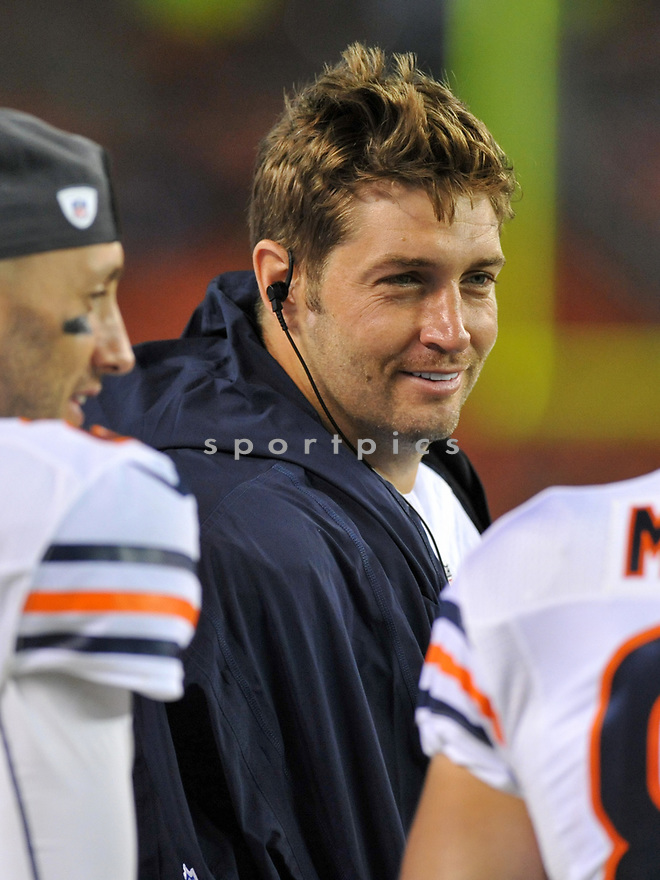 CLEVELAND, OH - SEPTEMBER 1, 2016: Quarterback Jay Cutler #6 of the Chicago Bears smiles as he stands on the sideline in the fourth quarter of a game on September 1, 2016 against the Cleveland Browns at FirstEnergy Stadium in Cleveland, Ohio. Chicago won 21-7. (Photo by: 2016 Nick Cammett/Diamond Images)  *** Local Caption *** Jay Cutler