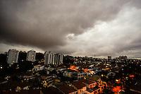 SAO PAULO, SP, 26 DE JUNHO DE 2013. CLIMATEMPO SAO PAULO. Nuvens carregadas sob o bairro do Butantã, na zona oeste da capital paulista. FOTO ADRIANA SPACA/BRAZIL PHOTO PRESS