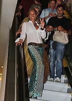 SAO PAULO, SP 16 DE JANEIRO 2012. ESPETÁCULO HAIR-SP. A apresentadora Adriane Galisteu, na exibicao para convidados da peca Hair, no teatro do shopping Frei Caneca, na regiao central de SP, na noite desta segunda-feira, 16. FOTO MILENE CARDOSO - NEWS FREE