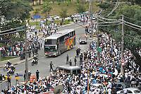SÃO PAULO, SP, 13 DE MAIO DE 2012 - FINAL DO CAMPEONATO PAULISTA - SANTOS x GUARANI: Onibus do Guarani chega ao Morumbi antes da partida Santos x Guarani, segunda partida da final do Campeonato Paulista no Estádio do Morumbi. FOTO: LEVI BIANCO - BRAZIL PHOTO PRESS