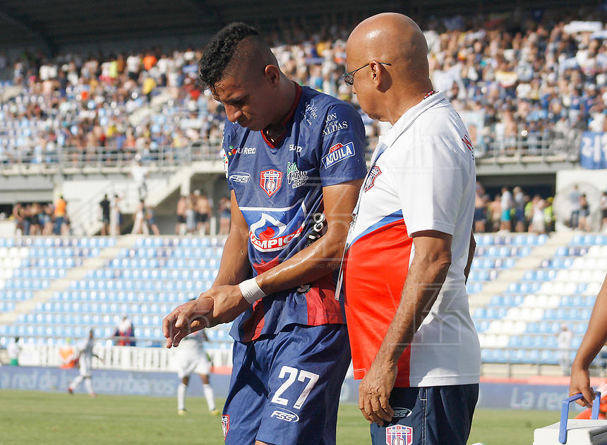 SANTA MARTA - COLOMBIA, 01-06-2019: Rugery Blanco de Unión se lesiona una mano durante el partido por la fecha 5, cuadrangulares semifinales, de la Liga Águila I 2019 entre Unión Magdalena y Millonarios jugado en el estadio Sierra Nevada de la ciudad de Santa Marta. / Rugery Blanco of Union reacts after he injured a hand during match for the date 5 of the semifinal quadrangular as part Aguila League I 2019 between Union Magdalena and Millonarios played at Sierra Nevada stadium in Santa Marta city. Photo: VizzorImage / Gustavo Pacheco / Cont