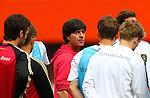 02.06.2011, Ernst Happel Stadion, Wien, AUT, UEFA EURO 2012, Qualifikation, Abschlusstraining Deutschland (GER), im Bild Bundestrainer Joachim Löw, (GER) in Mitte der DFB Elf bei der Mannschaftsbesprechung // during the final training from Germany for the UEFA Euro 2012 Qualifier Game, Austria vs Germany, at Ernst Happel Stadium, Vienna, 2010-06-02, EXPA Pictures © 2011, PhotoCredit: EXPA/ T. Haumer