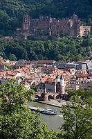 Europe/Allemagne/Bade-Würrtemberg/Heidelberg: la ville et la vallée du Neckar vue depuis le chemin des Philosophes et le vieux pont Karl-Théodore Brücke