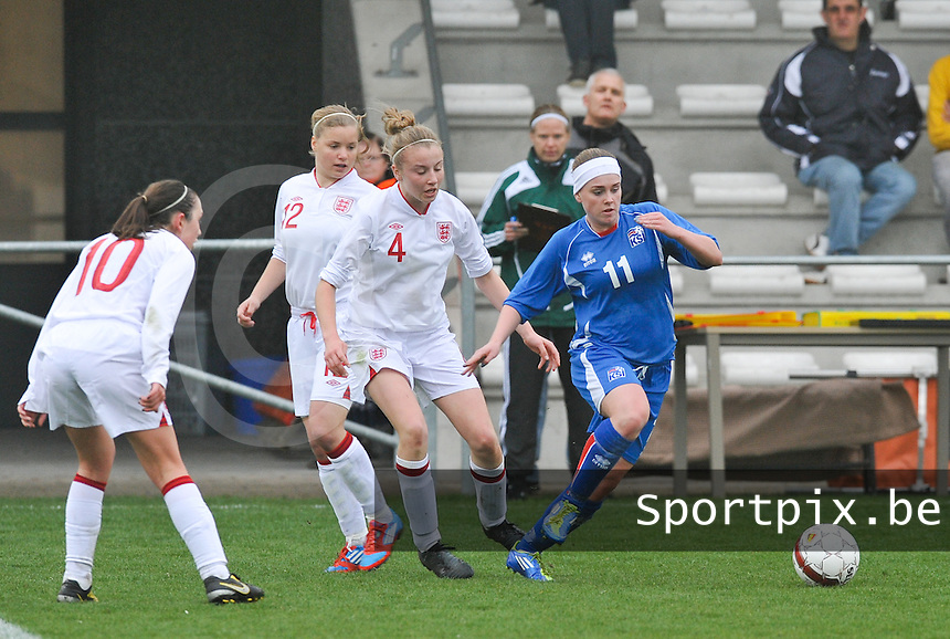 UEFA Women's Under 17 Championship - Second Qualifying round - group 1 : England - Iceland : .Telma Thrastardottir aan de bal voor Leah Cathrine Williamson.foto DAVID CATRY / Vrouwenteam.be