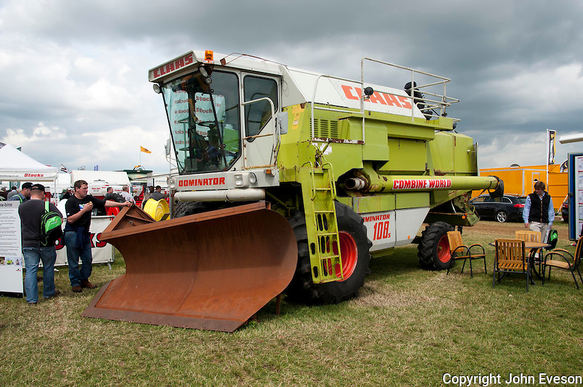 CLAAS Dominator 108s combine harvester converted to a snow plough by Top Gear team.