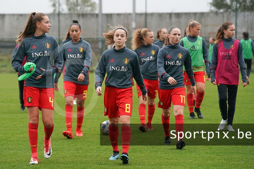 20191101 - Tubize: Belgian Enora Matte (4) with Rania Boutiebi (9)  Dounia F'Touh (8)   Alixe Bosteels (7) and Estee Cattoor (11)  pictured during the warming up of the international friendly match between Red Flames U16 (Belgium) and Norway U16 on 1 November 2019 at Belgian Football Centre, Tubize. PHOTO:  SPORTPIX.BE | SEVIL OKTEM