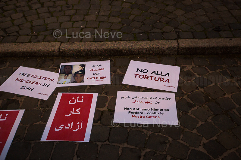"""""""Pane, Lavoro, Libertà"""" (Farsi).<br /> <br /> Rome, 25/01/2020. Today, Rete della Pace – supported by numerous organizations, including CGIL, ANPI and Libera – held a demonstration for Peace in Piazza dell'Esquilino called """"Spegniamo La Guerra, Accendiamo La Pace"""" (Let's turn off the war, let's turn on Peace, 1.).<br /> <br /> Footnotes & Links:<br /> 1. http://bit.do/fqxs9"""