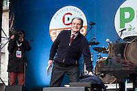 Milano: manifestazione del Partito Democratico per sostenere la candidatura di Umberto Ambrosoli a presidente della Regione Lombardia e Pier Luigi Bersani a Presidente del Consiglio..Romano Prodi arriva sul palco