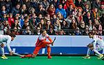 ROTTERDAM -  Floris Wortelboer (NED) tijdens   de Pro League hockeywedstrijd heren, Nederland-Spanje (4-0) . rechts Albert Beltran (Spain)  COPYRIGHT KOEN SUYK