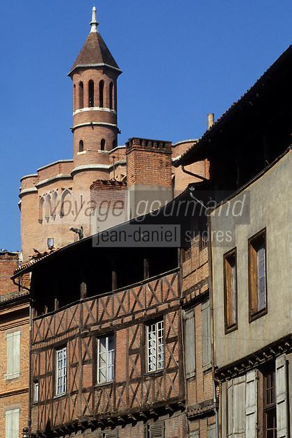 Europe/France/Midi-Pyrénées/81/Tarn/ Albi: Vieille maison rue St Julien et  Cathédrale