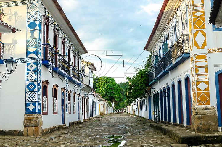 Casarios no centro histórico com fachada com símbolos maçônicos, Paraty- RJ, 12/2013.