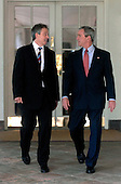 US President George W. Bush (R) welcomes British Prime Minister Tony Blair to the White House for Lunch, in Washington on May 26, 2006. (UPI Photo/Kevin Dietsch)