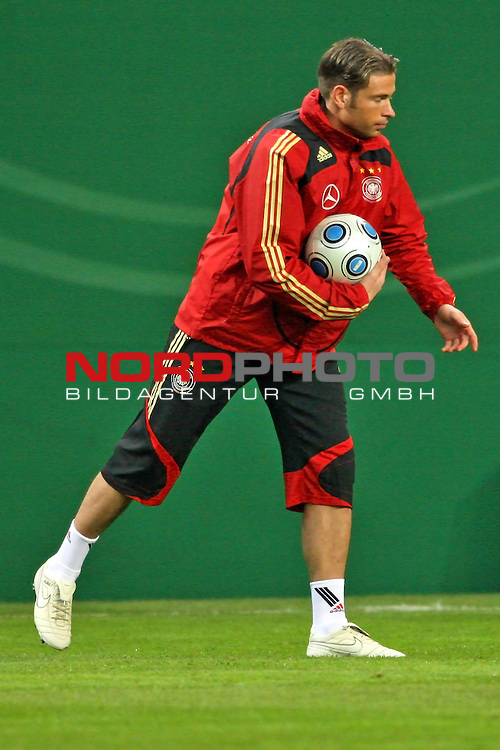 L&permil;nderspiel<br /> WM 2010 Qualifikatonsspiel Qualificationmatch Leipzig 28.03.2009 Zentralstadion Gruppe 4 Group Four <br /> <br /> Deutschland ( GER ) - Liechtenstein ( LIS )<br /> <br /> Tim Wiese (#12 Werder Bremen Torwart / Keeper Deutsche Nationalmannschaft) beim aufw&permil;rmen.<br /> <br /> Foto &copy; nph (  nordphoto  )<br />  *** Local Caption ***