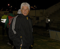 TUNJA -COLOMBIA, 31-01-2014. Julio Comesaña técnico del Patriotas durante partido contra Once Caldas válido por la fecha 2 de la Liga Postobón I 2014 realizado en el estadio La Independencia en Tunja./ Julio Comesaña coach of Patriotas FC during match against Patriotas valid for the 2nd date of Postobon  League I 2014 at La Libertad stadium in Tunja. Photo: VizzorImage/Jose Miguel Palencia/STR