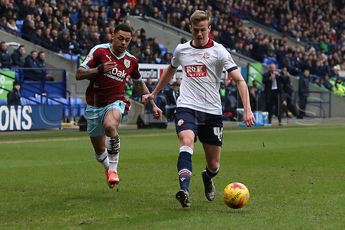 27.02.2016. Macron Stadium, Bolton, England. Skybet Championship. Bolton versus Burnley. Rob Holding of Bolton Wanderers holds off Andre Gray of Burnley