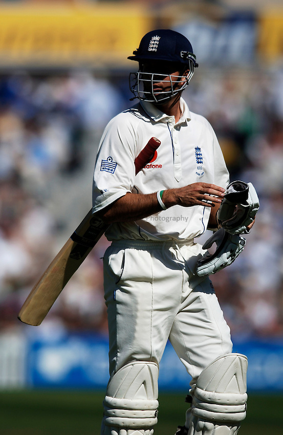 Photo: Glyn Thomas..England v Australia. nPower Test Series. The Ashes 2005..08/09/2005..England's Michael Vaughan walks off the field.