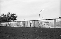 Berlino, resti del Muro (East Side Galley). Mostra fotografica --- Berlin, remains of the Wall (East Side Gallery). Photo exhibition