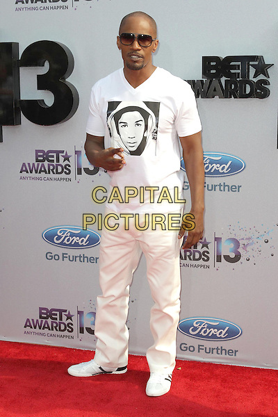 Jamie Foxx<br /> 2013 BET Awards held at Nokia Theatre L.A. Live, Los Angeles, California, USA.<br /> June 30th, 2013<br /> full length white black print t-shirt trousers sunglasses shades <br /> CAP/ADM/KB<br /> &copy;Kevan Brooks/AdMedia/Capital Pictures