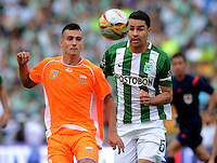 MEDELLÍN -COLOMBIA-16-ABRIL-2016.Alvaro Nájera (Der.) de Atlético Nacional  disputa el balón con Diego Gregori (Izq.) de Envigado FC  durante partido por la fecha 13 de Liga Águila I 2016 jugado en el estadio Atanasio Girardot ./Alvaro Najera (R) of Atletico Nacional  for the ball with Diego Gregori  (L) of Envigado FC during the match for the date 13 of the Aguila League I 2016 played at Atanasio Girardot  stadium in Medellin . Photo: VizzorImage / León Monsalve  / Contribuidor