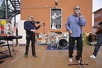 - Milano, festa tributo per l'intitolazione al musicista e cantautore Enzo Jannacci della Casa per l'Accoglienza per i senzatetto in viale Ortles. I musicisti Mauro Pagani e Fabio Treves.<br /> <br /> - Milan feast tribute for the dedication to musician and singer-songwriter Enzo Jannacci of House for Reception of  homeless in Ortles avenue. The musicians Mauro Pagani and Fabio Treves