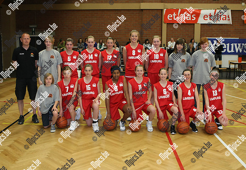 2009-04-25 / Basketbal/ Interprovinciale competitie / Meisjes Limburg / Van stiphout, Geerdens, De Baets, Michiels, Jorissen, Habilay, Van de Bruna, Wouters, Schaekens, Brans, Swinnen, Forier en coach Wouters..Foto: Maarten Straetemans (SMB)