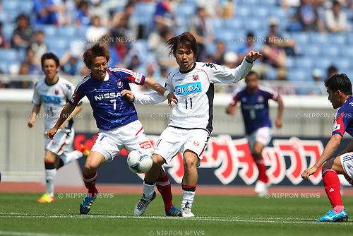 (L to R) .Shingo Hyodo (F Marinos), .Shunsuke Maeda (Consadole), .MAY 6, 2012 - Football /Soccer : .2012 J.LEAGUE Division 1 .between Yokohama F Marinos 2-1 Consadole Sapporo .at Nissan Stadium, Kanagawa, Japan. .(Photo by YUTAKA/AFLO SPORT) [1040]