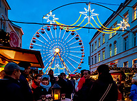 Deutschland, Mecklenburg-Vorpommern, Schwerin: Weihnachtsmarkt   Germany, Mecklenburg-West Pomerania, Schwerin: Christmas fair