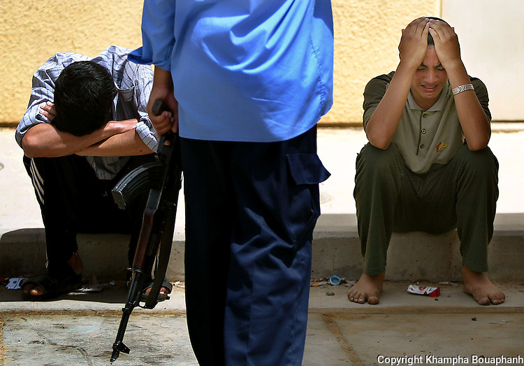 Iraqis mourn the death of a family member, killed by insurgents in al-Ramadi on May 20, 2004.  (photo by Khampha Bouaphanh)