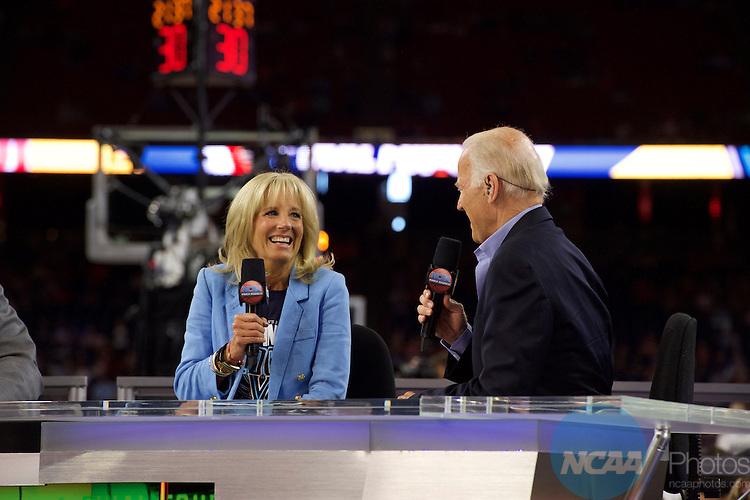 02 APR 2016:  The University of Oklahoma takes on Villanova University during the NCAA Division I Men's Final Four held at NRG Stadium in Houston, TX.  Jamie Schwaberow/NCAA Photos