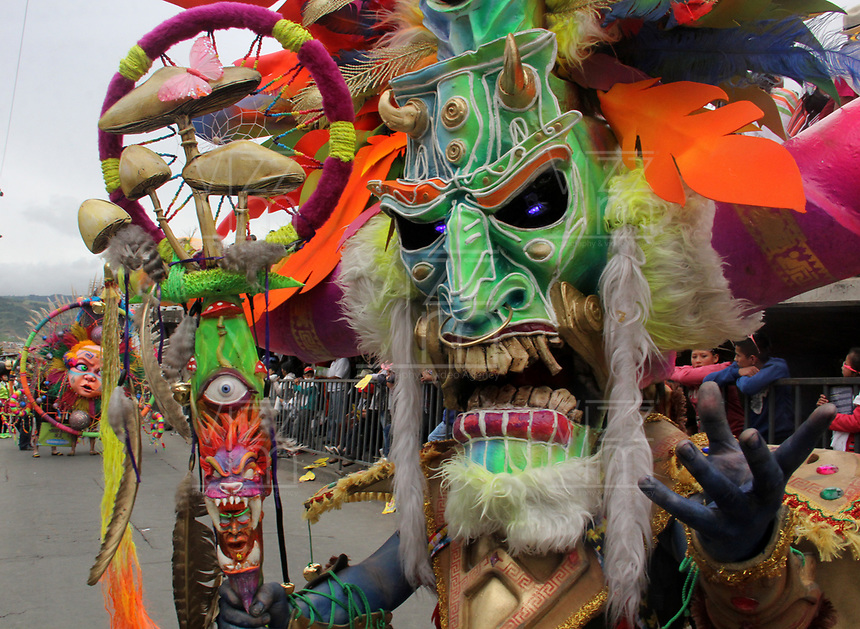 PASTO- COLOMBIA, 6-01-2018:Desfile Magno del 6 de enero en el Carnaval de Pasto. La Senda del Carnaval, de unos 7 kil&oacute;metros aproximadamente,  se convirti&oacute; en una muestra ef&iacute;mera de arte de los pastusos, cuando cientos de artistas desfilaron ante miles de personas, mostrando el dise&ntilde;o, el moldeado, la escultura y color en cada creaci&oacute;n./Magno parade on January 6 at the Pasto Carnival. The Path of Carnival, about 7 kilometers, became an ephemeral art show of the pastuses, when hundreds of artists paraded before thousands of people, showing the design, molding, sculpture and color in each creation.<br />   .Photo: Vizzorimage / Leonardo Castro  / Contribuidor