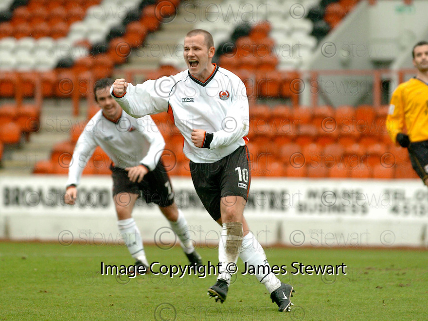 20040417    Copyright Pic: James Stewart.File Name : jspa02_clyde_v_raith.JAMES GIBSON CELEBRATES SCORING CLYDE'S FIRST.......James Stewart Photo Agency 19 Carronlea Drive, Falkirk. FK2 8DN      Vat Reg No. 607 6932 25.Office     : +44 (0)1324 570906     .Mobile  : +44 (0)7721 416997.Fax         :  +44 (0)1324 570906.E-mail  :  jim@jspa.co.uk.If you require further information then contact Jim Stewart on any of the numbers above.........