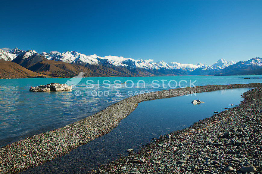Lake Pukaki, on a sunny blue sky day with Aoraki / Mount Cook and the southern alps. South Canterbury, New Zealand .