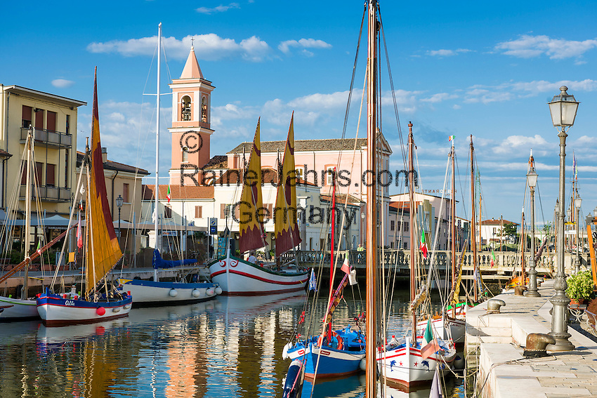 Italy, Emilia-Romagna, Cesenatico: resort at the Adriatic Sea, north of Rimini - museum ships at harbour | Italien, Emilia-Romagna, Cesenatico: Urlaubsort an der Adria ca. 20 km von Rimini entfernt - Museumsschiffe im Hafen, der von Leonardo da Vinci geplant wurde