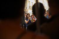 Paris Fete de la musique Festa della Musica 2015 Music Festival Suonatrice di tromba e clarinettista in mezzo alla folla