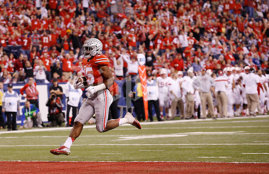 Ohio State Buckeyes running back Ezekiel Elliott (15) scores a 14-yard touchdown during the second quarter of the Big Ten Championship game against the Wisconsin Badgers at Lucas Oil Stadium in Indianapolis on Dec. 6, 2014. (Adam Cairns / The Columbus Dispatch)