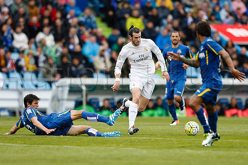 16.04.2016. Madrid, Spain.  Santiago Vergini (5) Getafe CF beaten by Gareth Bale (11) Real Madrid. Liga match between Getafe CF and Real Madrid at the Coliseum Alfonso Perez stadium in Madrid, Spain, April 16, 2016 .