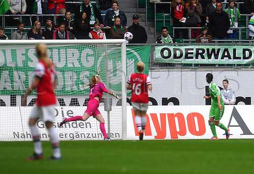 21.04.2013. Wolfsburg, Germany. Womens Champions League, Wolfsburg versus Arsenal, second leg. Selina WAGNER (VfL Wolfsburg) hits the post with this effort