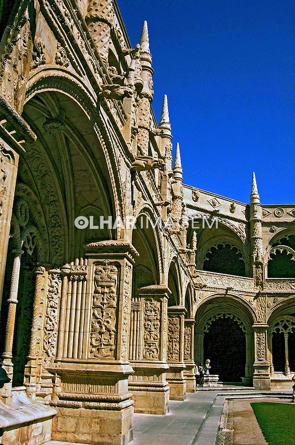 Claustro do Mosteiro dos Jerônimos, estilo gótico manuelino, Lisboa. Portugal. 2005. Foto de Rogério Reis.