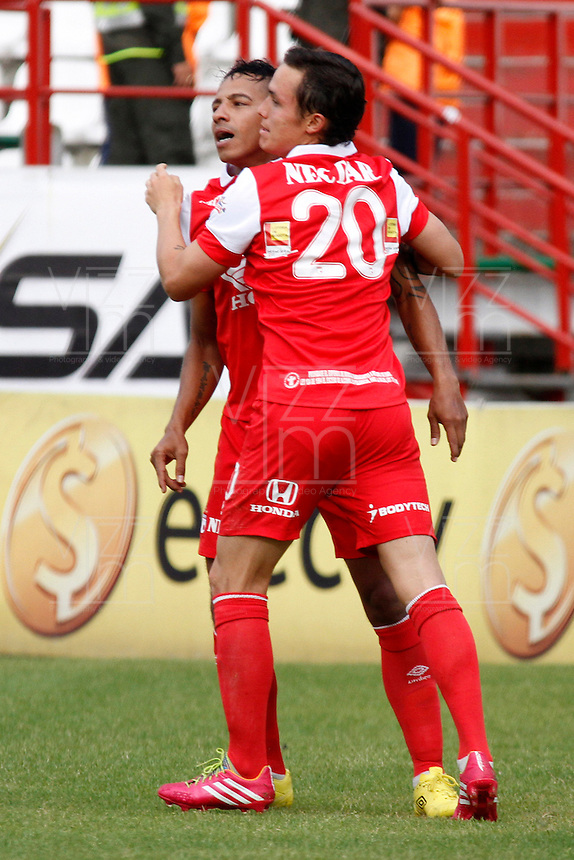 MANIZALES -COLOMBIA, 06-04-2014. Wilder Madina y Luis Seijas de Independiente Santa Fe celebra el gol anotado al Once Caldas durante la fecha 15 de la Liga Postobón I 2014 jugado en el estadio Palogrande de la ciudad de Manizales./  Independiente Santa Fe  Wilder Madina and Luis Seijas  celebrates a scored goal during a match during for the 15th date of the Postobon  League I 2014 at Palogrande stadium in Manizales city. Photo: VizzorImage/Santiago Osorio/STR