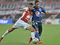 BOGOTÁ -COLOMBIA, 17-05-2015. Juan D Roa (Izq) de Independiente Santa Fe disputa el balón con Maximiliano Nuñez (Der) jugador de Millonarios durante partido por la fecha 20 de la Liga Aguila I 2015 jugado en el estadio Nemesio Camacho El Campín de la ciudad de Bogotá./ Juan D Roa player (L) of Independiente Santa Fe fights for the ball with Maximiliano Nuñez (R) player of Millonarios during the match for the 20th date of the Aguila League I 2015 played at Nemesio Camacho El Campin stadium in Bogotá city. Photo: VizzorImage/ Gabriel Aponte / Staff