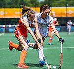 Den Bosch  -  Debutant in het grote Oranje, Felice Albers (Ned)   tijdens  de Pro League hockeywedstrijd dames, Nederland-Belgie (2-0). rechts Judith Vandermeiren (Belgie)   COPYRIGHT KOEN SUYK
